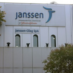 VACCINI :  Johnson & Johnson  fermata la distribuzione del vaccino in Italia  dopo lo stop in Usa della FDA per il rischio rare ma severe  forme di trombosi